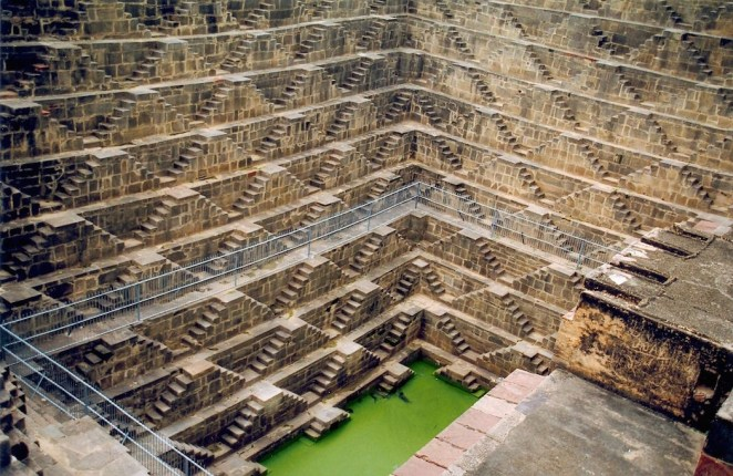 2.stepwells_chand-baori-1050x682