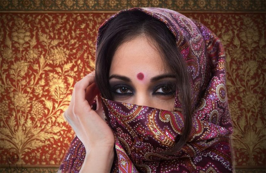 The Hindu Forehead Dot Bindi Is More Than Just An Ornament