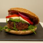 Hamburger med pesto og mozzarella