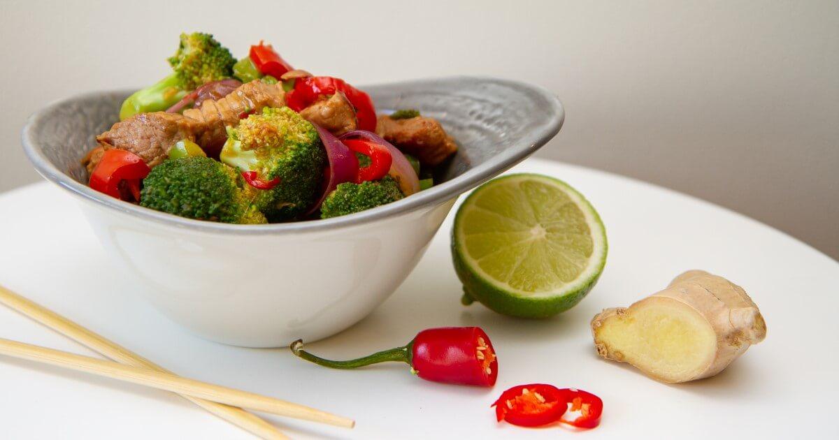 Wok med ingefær, chili og hvitløk