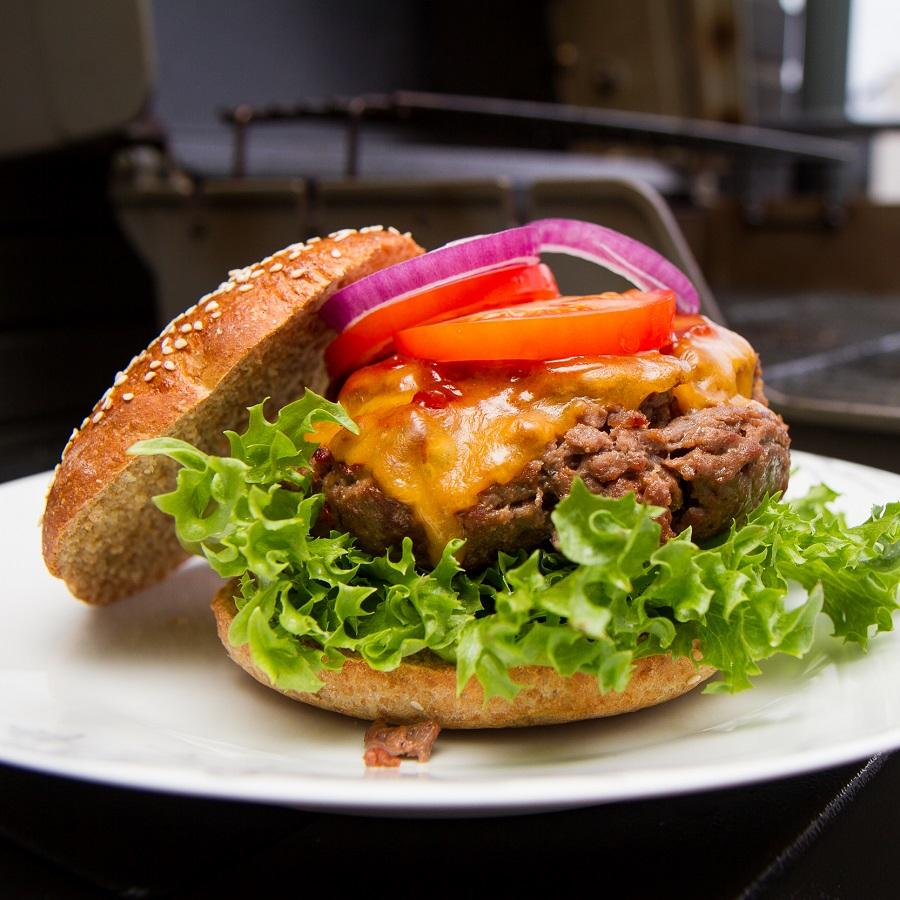 BBQ-cheeseburger av speltmel