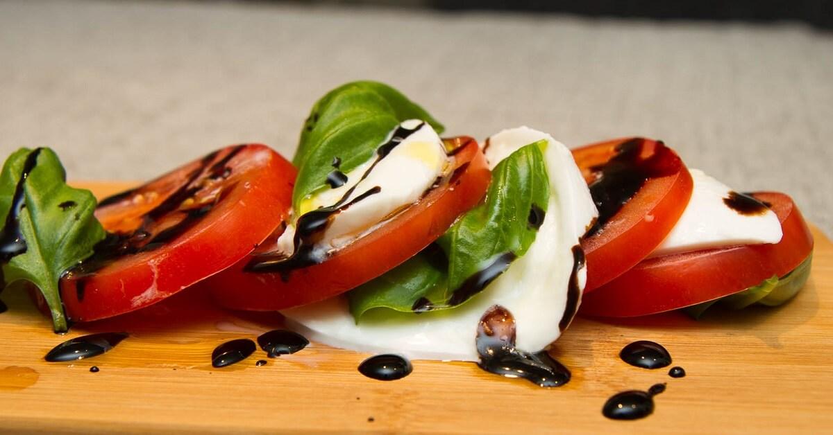 Caprese - enkel tomat og mozarellasalat