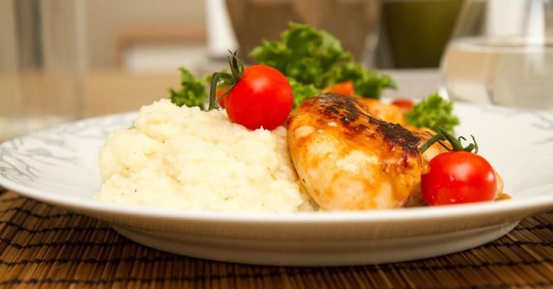 BBQ-marinert kyllingfilet med pastinakkpuré
