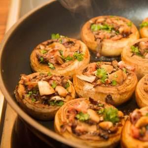 Sjampinjong fylt med skinke og mye godt
