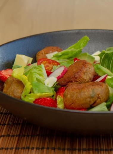 Sommersalat med falafler