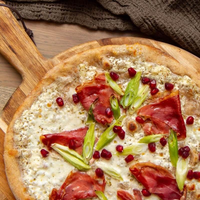 Hvit surdeigspizza