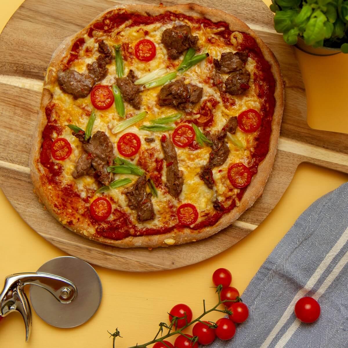 Pizza med biffstrimler