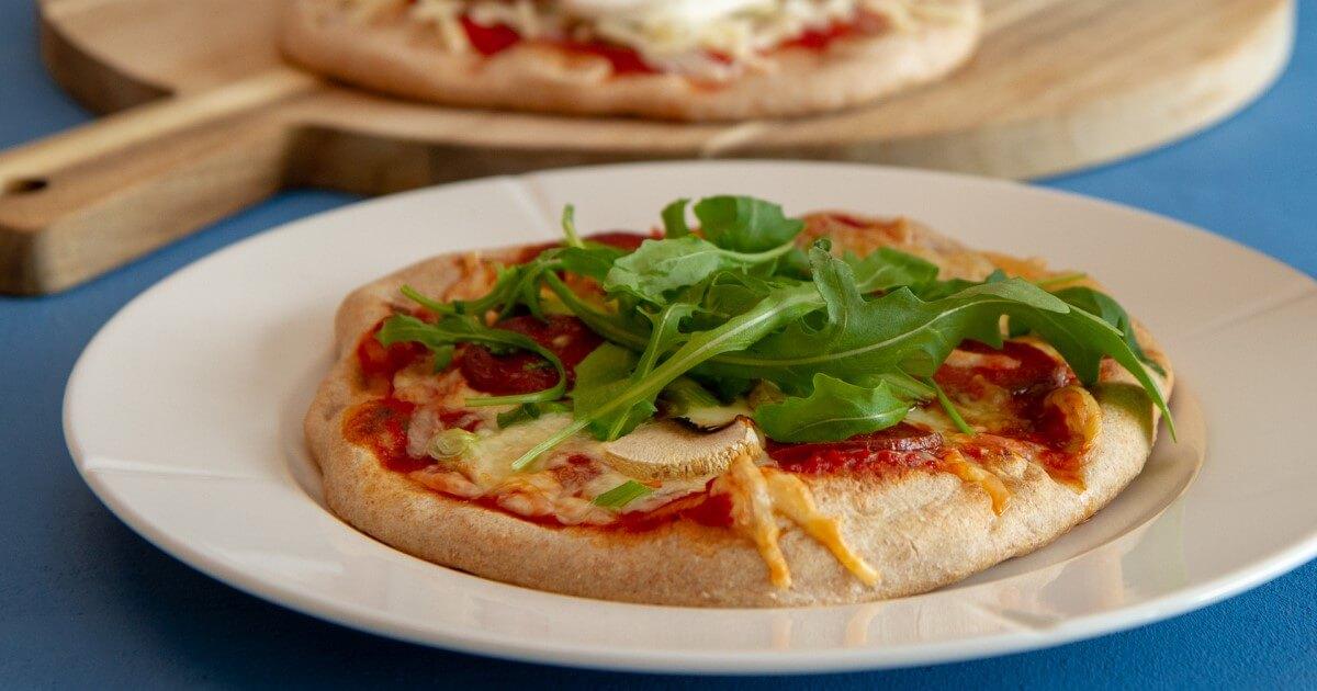 Pizza av pitabrød