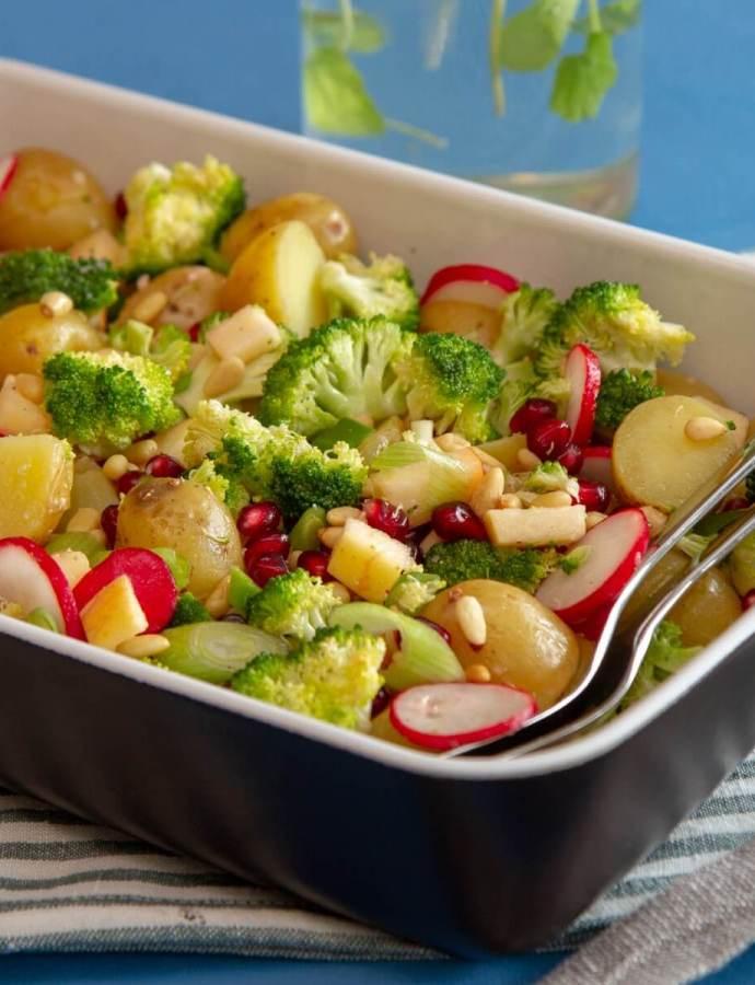 Potetsalat med brokkoli og granateple