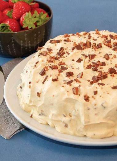Daimiskake med marengsbunn og kaffekrem