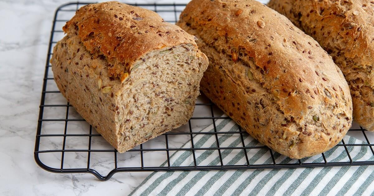 Grovt brød med linfrø og gresskarkjerner