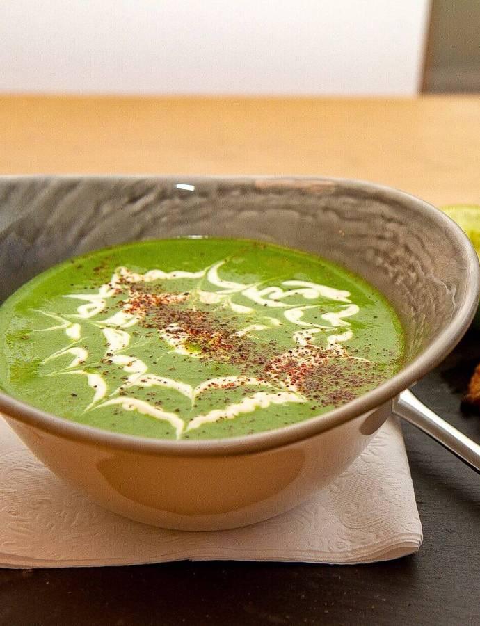 Brokkolisuppe med spinat