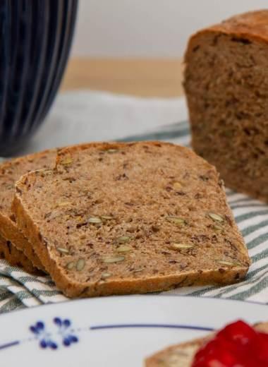 Grovt brød med lin og gresskarkjerner