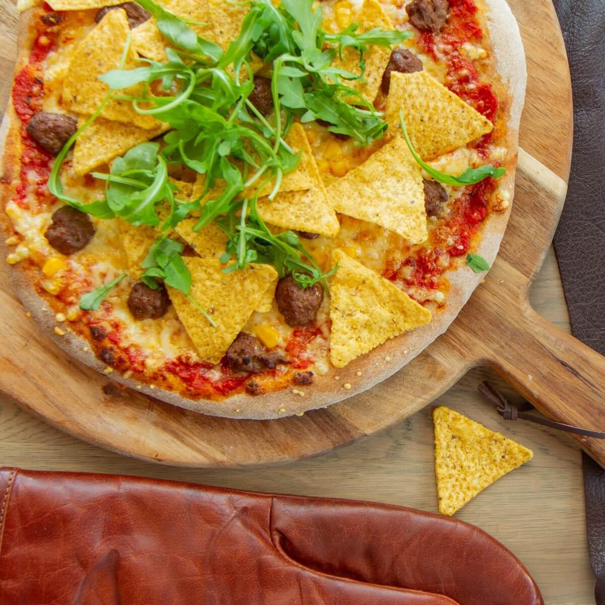 Pizza med taco og tortillacips