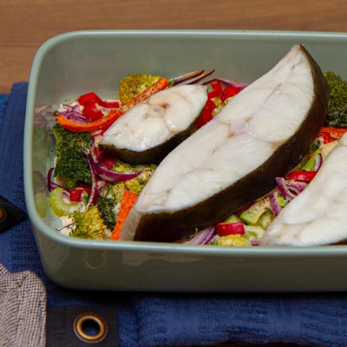 Ovnsbakt kveite med grønnsaker og fløtesaus