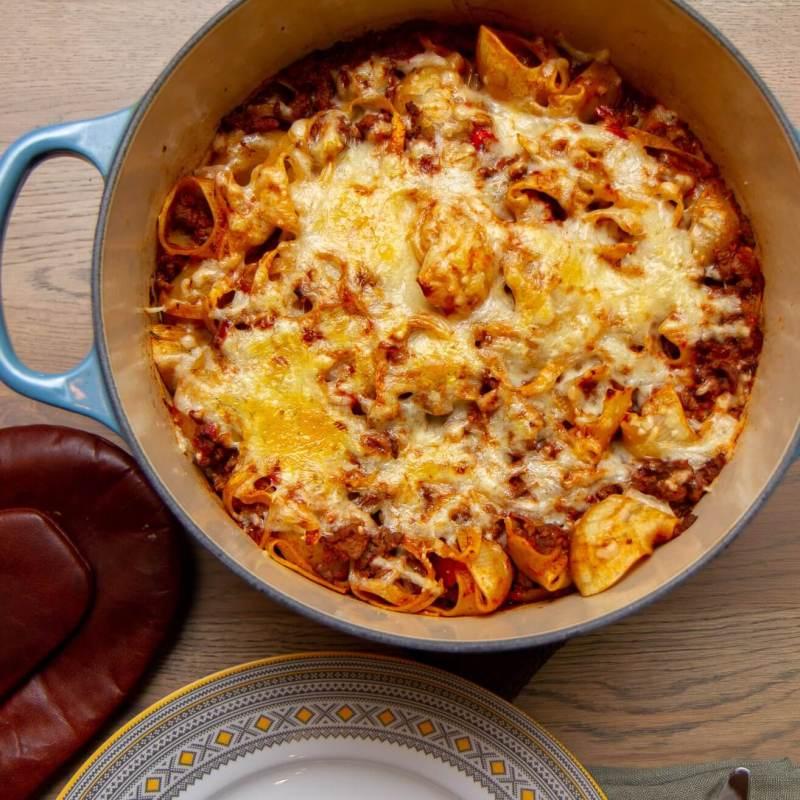 Gratinert formrett med pasta og kjøttsaus