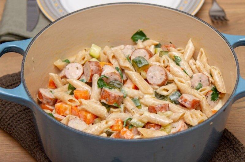 Kremet one pot-pastagryte med pølser