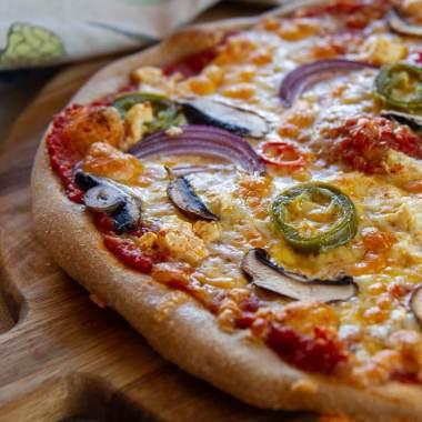 Pizza med fetaost og jalapeno