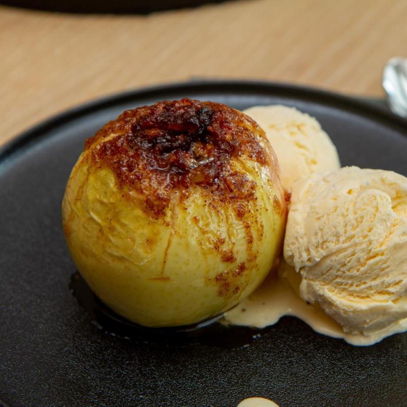 Bakte epler med nøtter og rosiner