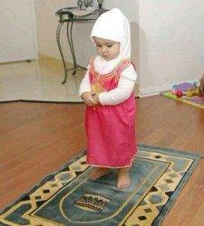 Inspirasi Nama Bayi Perempuan Islami 3 suku kata Terbaik