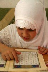 Rangkaian Nama Bayi 3 suku kata Perempuan Bermakna Islami