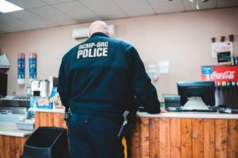 Arti Mimpi Bertemu Polisi