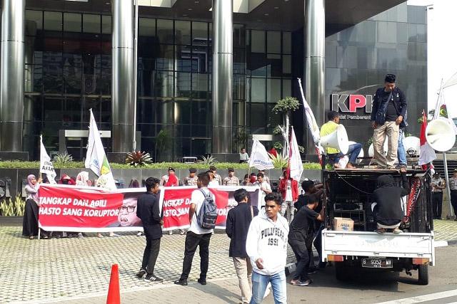 Aksi di Depan Gedung KPK, GPI Sebut Hasto Kristiyanto Sang Koruptor