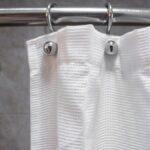 Cómo lidiar con una cortina de ducha mohosa