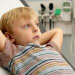 Cómo mantener a su hijo ocupado en el consultorio del médico sin entregarle una pantalla