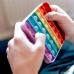 8 'juguetes' baratos de Fidget con los que jugará su niño amante de los pop-it