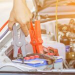 Cómo poner en marcha un automóvil eléctrico que tiene una batería descargada
