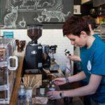 Cómo no ser un idiota en una cafetería, según los baristas