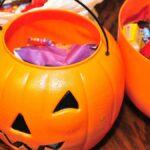 Las formas más inteligentes de hacer un buen uso de los dulces de Halloween sobrantes (además del obvio)