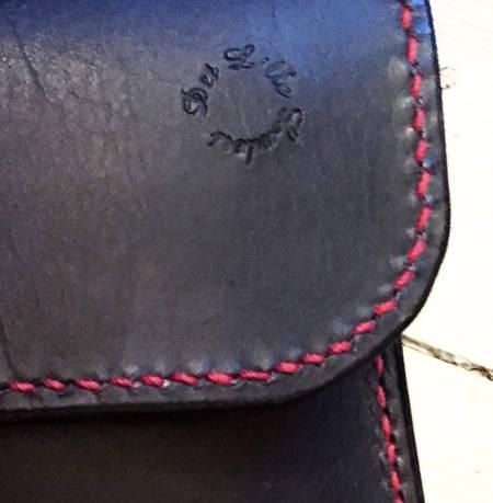 Astrid detalje sort kernelæder med rødt foer fra Det Lille Læderi
