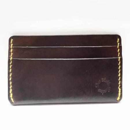 Kortholder mørk brun med gul tråd - Det Lille Læderi