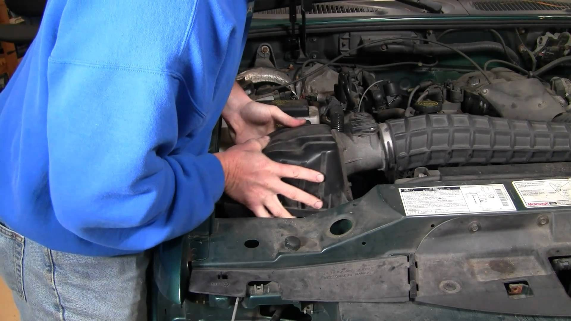 hight resolution of how to install replace air filter ford explorer 4 0l 97 05 1aauto 2003 ford explorer sport trac engine diagram my wiring diagram