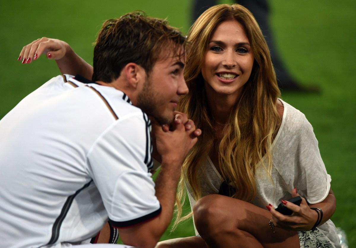 Mario Goetze with his wife Ann-Kathrin Brommel (credit: AFP / Patrik Stollarz)