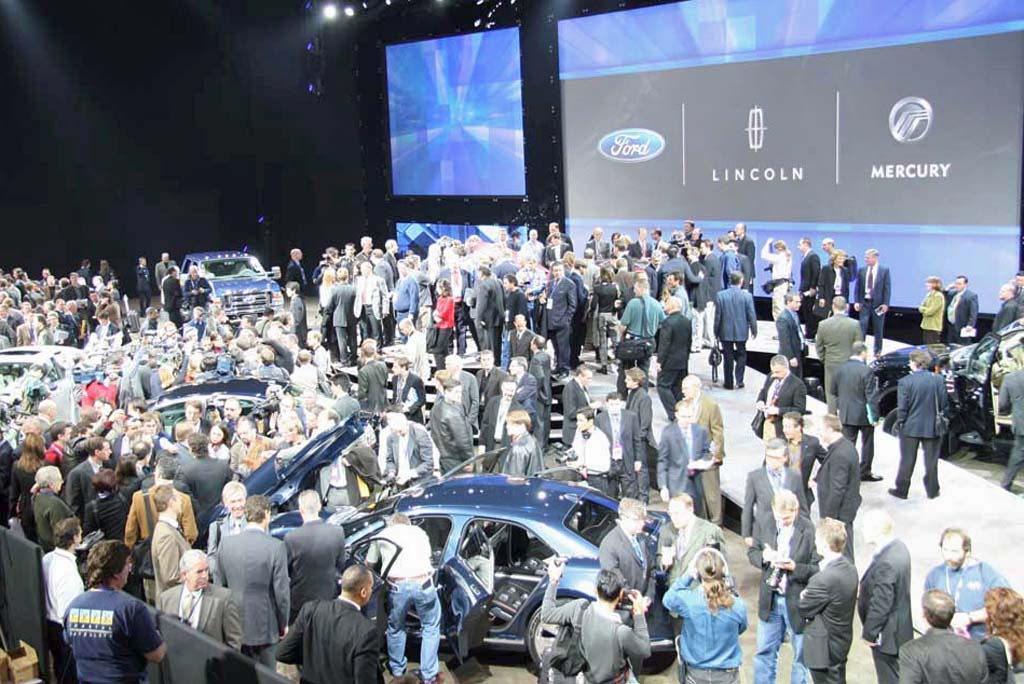 MEDIA CROWD AT NAIAS REVEAL
