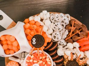 FESTIVE HALLOWEEN SNACK BOARD / PHOTO BY CERRIOUSLY