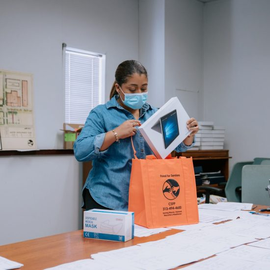 connect 313: QUICKEN LOANS PARTNER FOCUS: HOPE AND ITS VOLUNTEER NETWORK WILL BEGIN DISTRIBUTING DIGITAL DEVICES TO LOW-INCOME SENIORS.