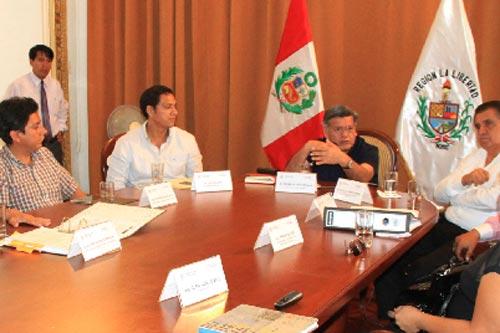 Cesar-Acuña-invoca-a-defender-Huanchaco