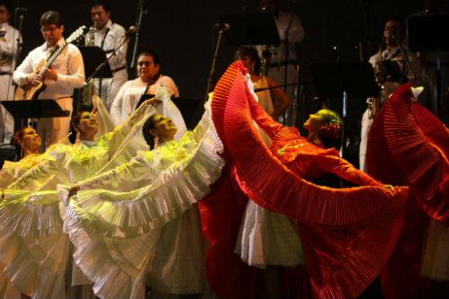 folclore-peruano-fue-ovacionado-en-el-festival-internacional-cervantino-en-mexico
