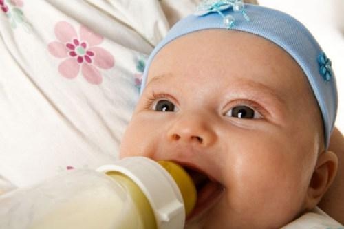 кормим новорожденного