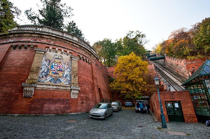 Stasjonen til Castle Hill funicular i Budapest
