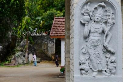 Inngangen til det buddhistiske tempelet Mulkirigala i Sri Lanka.