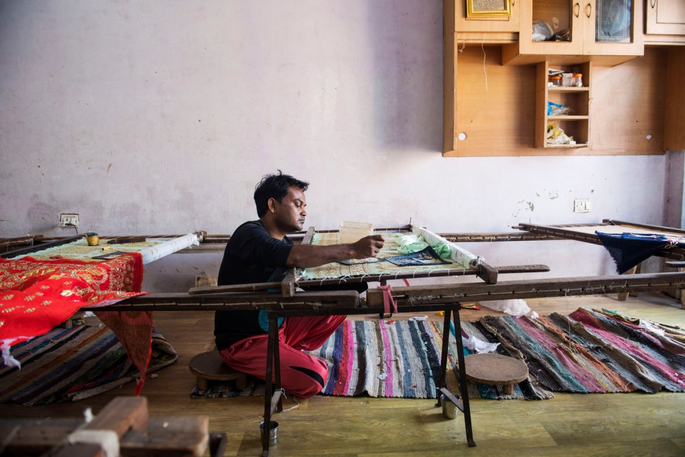 Zardozi fabrikk kunsthåndverk Agra sy broderi indiske bryllupskjoler