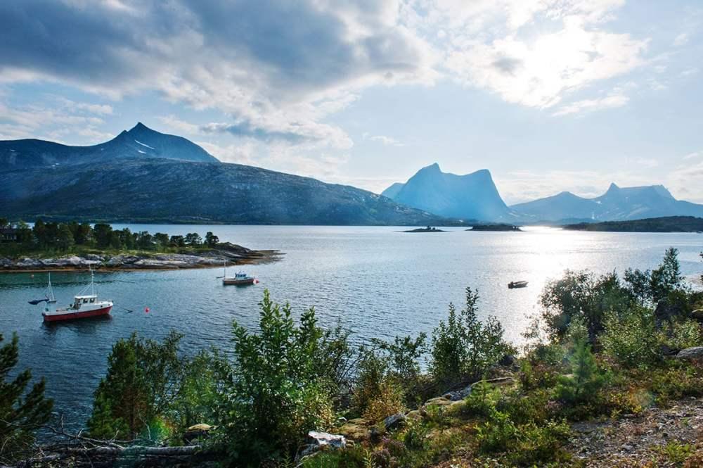 Efjord i Ballangen i Nordland fotografert på en bilferie i Nord-Norge