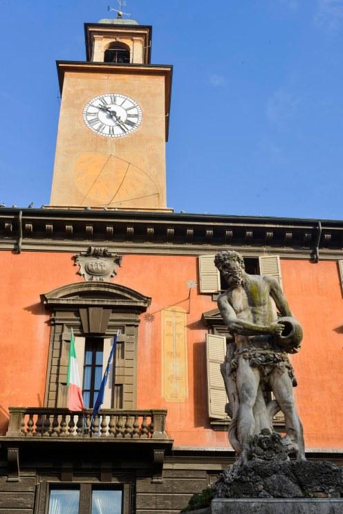 Statua del Crostolo på Piazza Prampolini i Reggio Emilia
