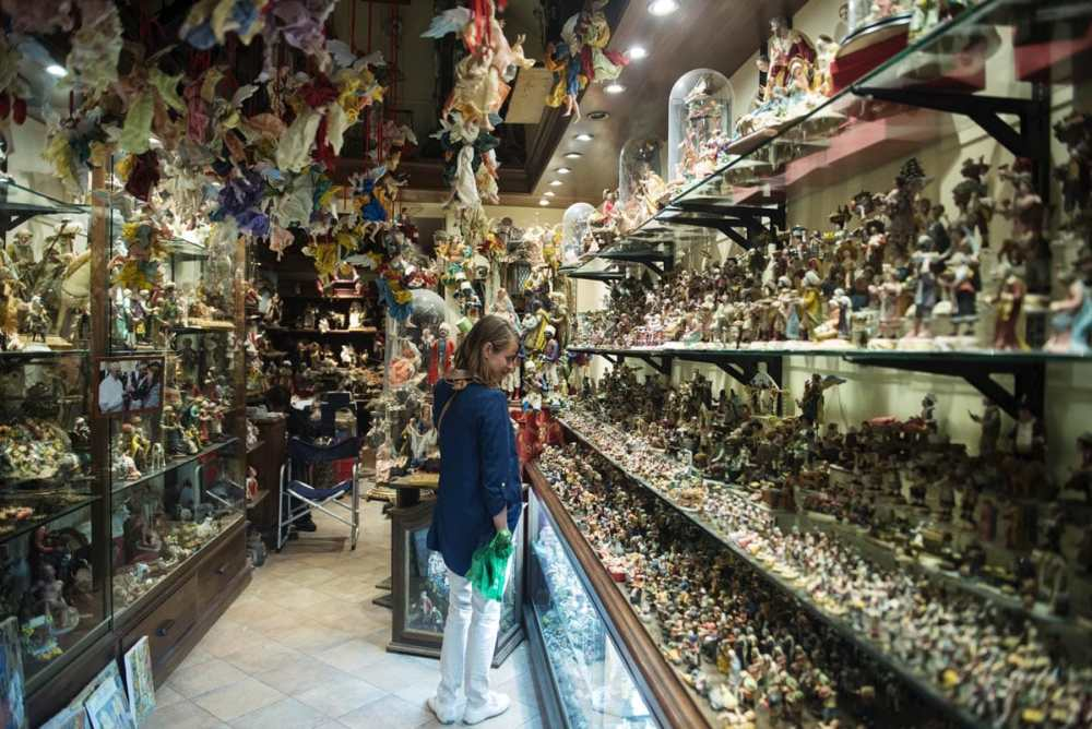 Julekrybbebutikk i Via San Gregorio Armano i Napoli