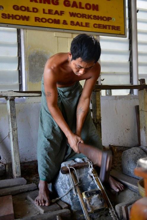 Gullmakere i Mandalay i Myanmar